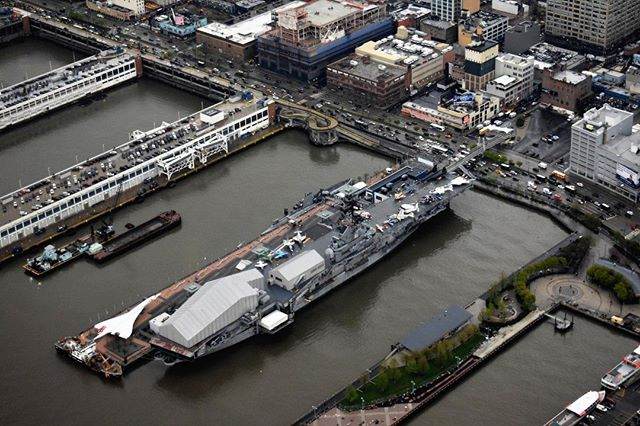Have you ever wondered what the Intrepid Sea, Air & Space looks like from the air? See it for yourself on a HeliNY tour!⠀ .⠀ .⠀ .⠀ .⠀ .⠀ #intrepidmuseum #nyc #viewfromthetop #hudsonriver